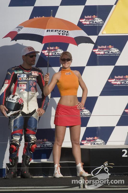 Aaron Yates sur le podium, a terminé deuxième