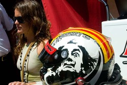 Friend and helmet of Oriol Servia