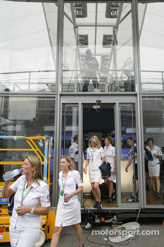Los expertos de BMW: empacan elequipo para salir de Hockenheim (Germany) con destino a Budapest (Hun