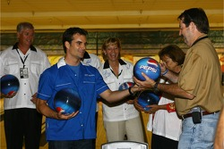 Jeff Gordon Foundation bowling tournament: Jeff Gordon