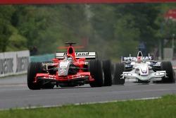 Christijan Albers leads Robert Kubica