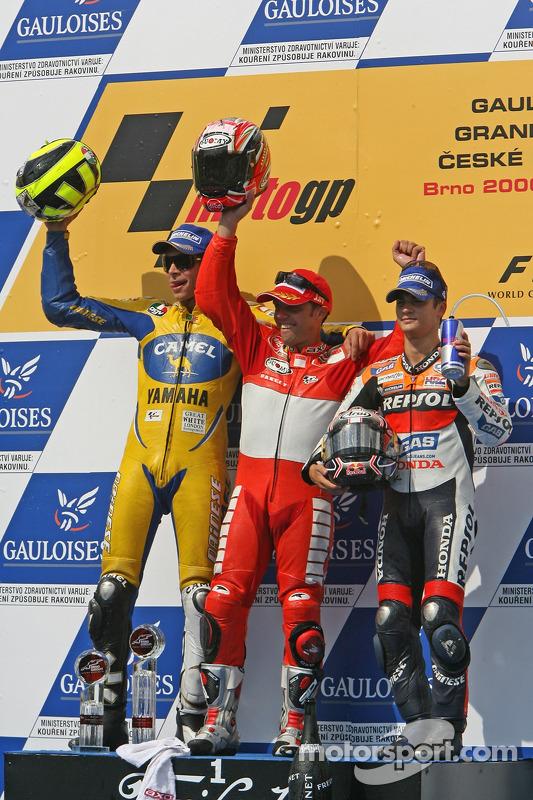 Vencedor Loris Capirossi com Valentino Rossi e Dani Pedrosa