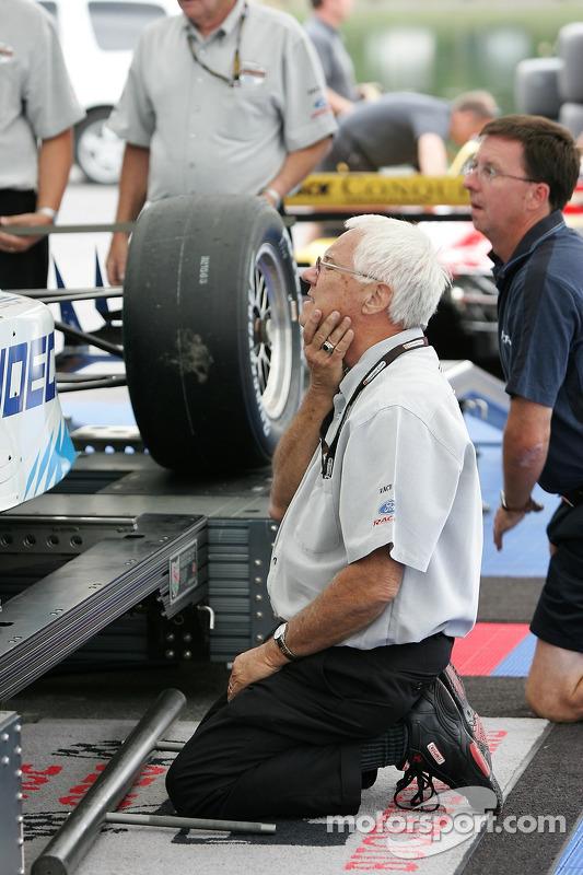 Un employé de Champ Car au travail