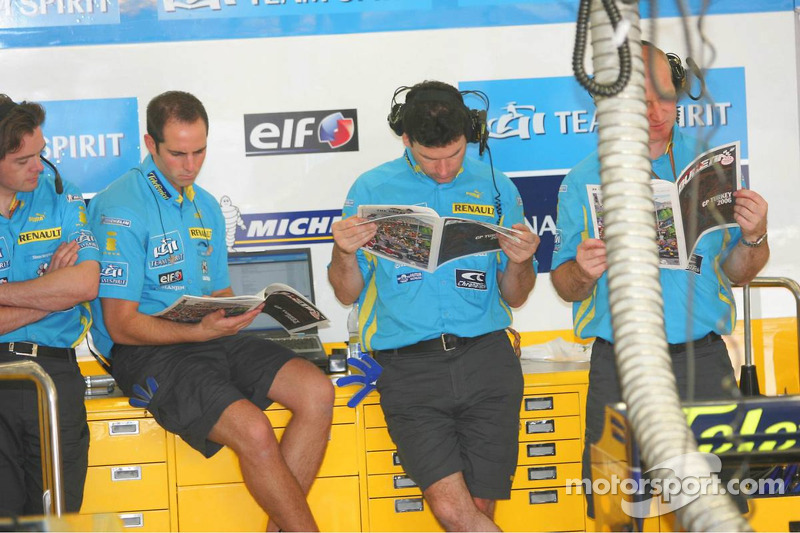 Renault F1 Team members read the Red Bulletin