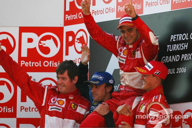 Подіум: переможець Феліпе Масса, Фернандо Алонсо, Міхаель Шумахер та Роб Смедлі