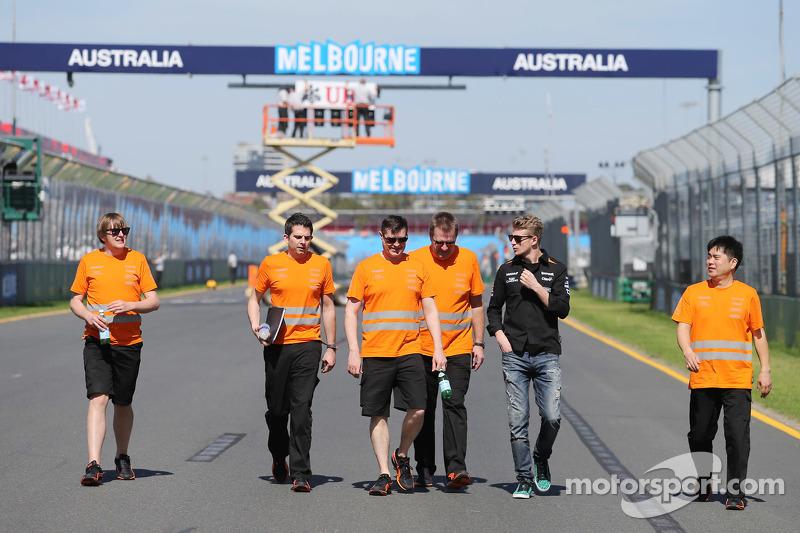 Ніко Хюлкенберг, Sahara Force India F1 йде по треку з командою