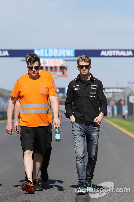 Nico Hülkenberg, Sahara Force India F1, beim Trackwalk mit Bradley Joyce, Sahara Force India F1, Ren