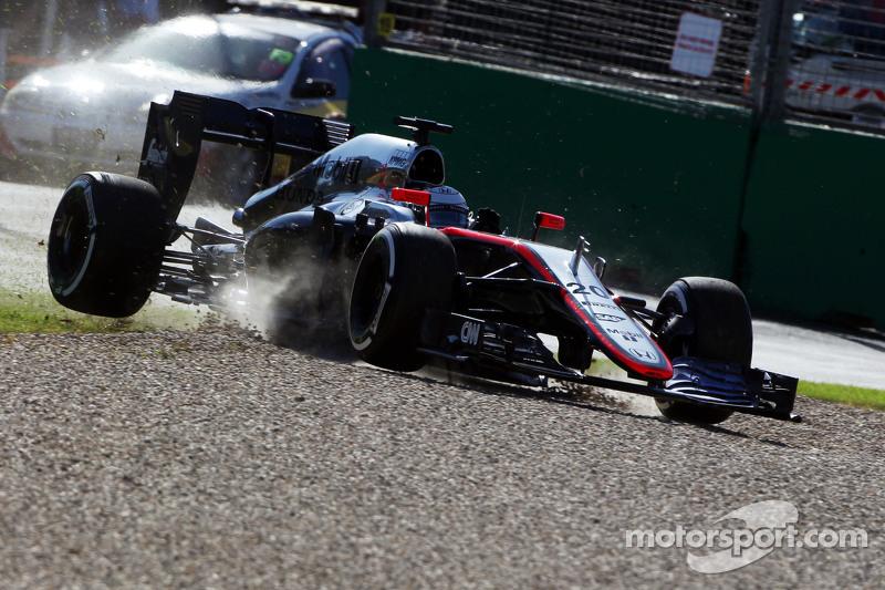 Kevin Magnussen, McLaren MP4-30, mit Unfall