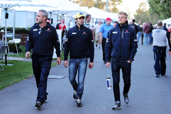 Beat Zehnder, Sauber F1 Team Manager met Felipe Nasr, Sauber F1 Team en Marcus Ericsson, Sauber F1 Team