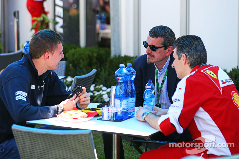 Raffaele Marciello, Sauber F1 Team Test And Reserve Driver with Guenther Steiner, Haas F1 Team Princ