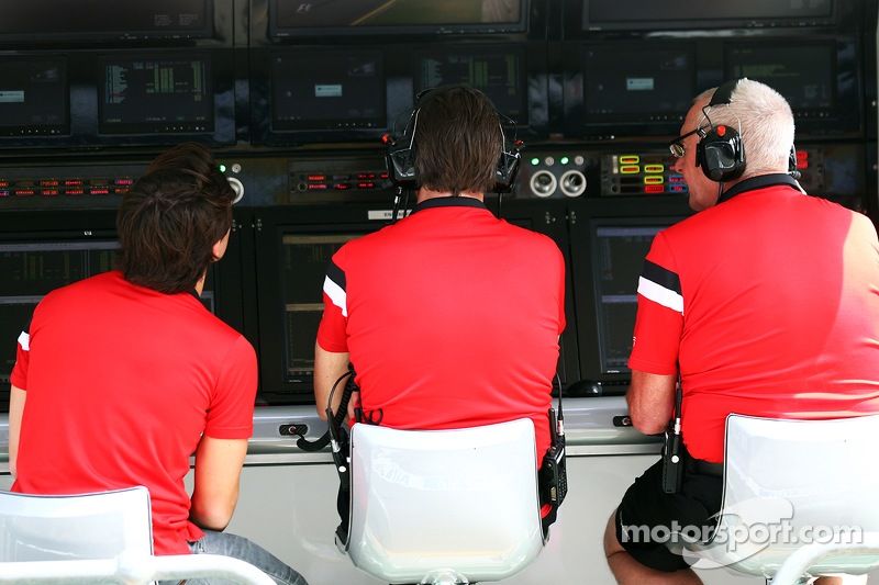 Roberto Merhi, Manor Marussia F1 Team; Graeme Lowdon, Manor Marussia F1 Team Chief Executive Officer