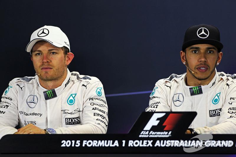 Peringkat kedua Nico Rosberg, Mercedes AMG F1 bersama team mate, dan pole pemenang balapan, Lewis Ha