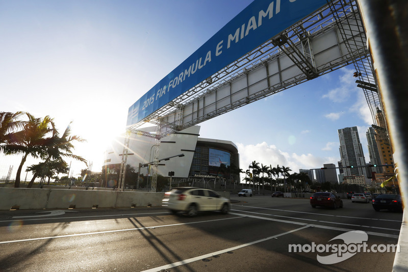 Miami cadde pistinden bir görüntü