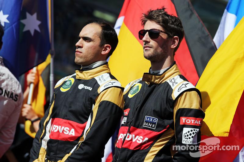 (Kiri ke Kanan): Pastor Maldonado, Lotus F1 Team danrekan setim Romain Grosjean, Lotus F1 Team di grid