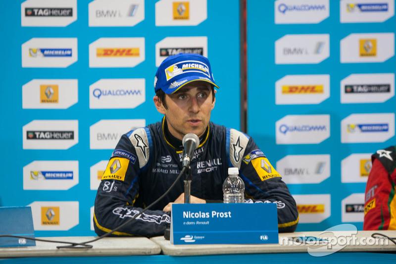 Post-carrera rueda de prensa: ganador de la carrera Nicolas Prost, el segundo lugar Scott Speed, el