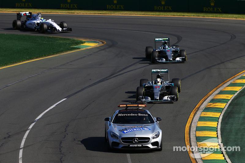 Lewis Hamilton, Mercedes AMG F1 W06, hinter dem Safety-Car