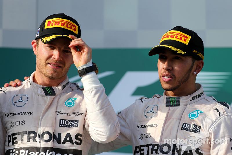 Peringkat kedua Nico Rosberg, Mercedes AMG F1 Team, dan race pemenang balapan, Lewis Hamilton, Mercedes AMG F1 Team