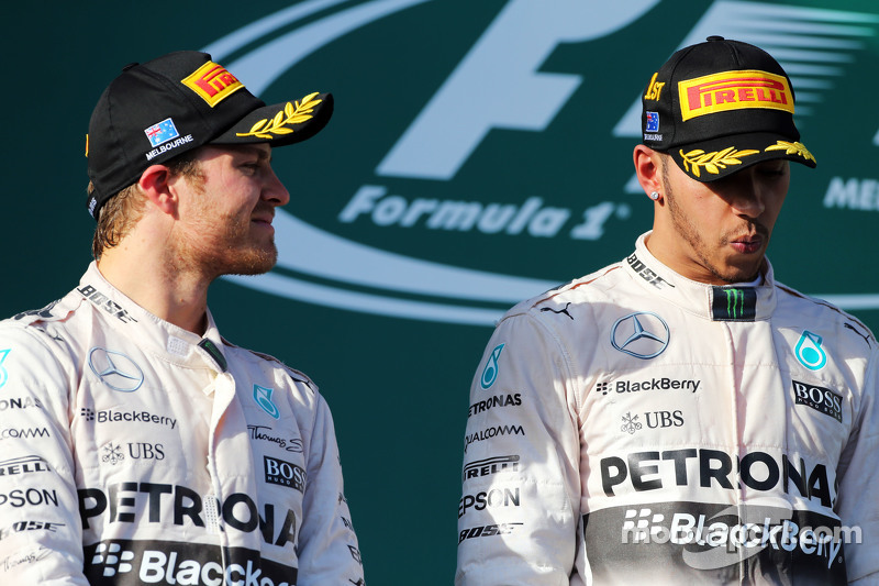 2. Nico Rosberg, Mercedes AMG F1, mit Teamkollege und 1. Lewis Hamilton, Mercedes AMG F1