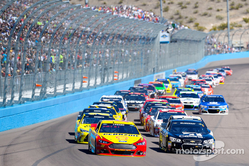 Restart: Joey Logano, Team Penske Ford leads