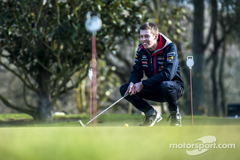 Daniil Kvyat, Red Bull Racing, spielt Golf