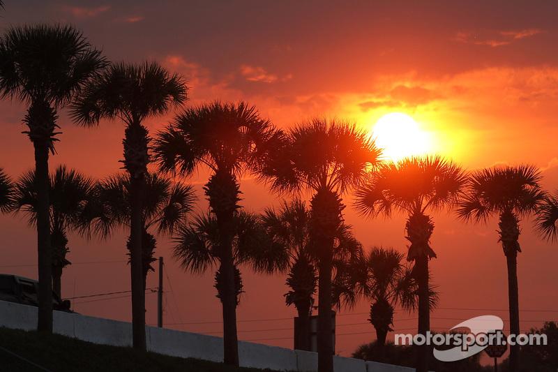 Matahari terbenam di Sebring International Raceway