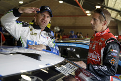 Clint Bowyer, Michael Waltrip Racing Toyota, Greg Biffle, Roush Fenway Racing Ford