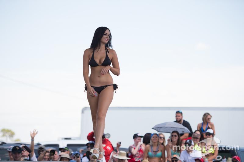 Lovely contestant di famous Sebring Bikini Contest
