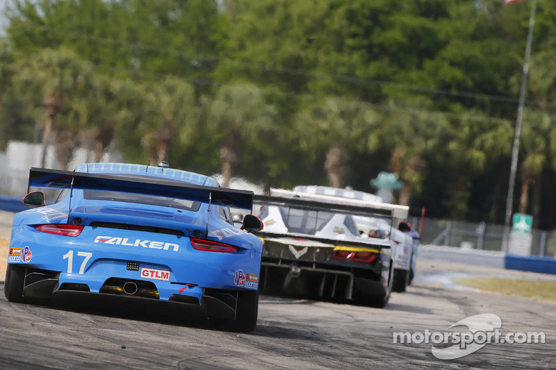 #17 Team Falken Tire Porsche 911 GT3 RSR: Wolf Henzler, Bryan Sellers, Patrick Long