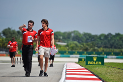 Roberto Merhi, Manor Marussia F1 Team, beim Trackwalk