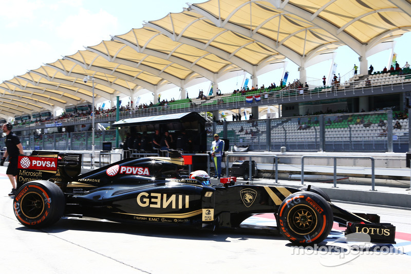 Romain Grosjean, Lotus F1 E23 leaves the pits