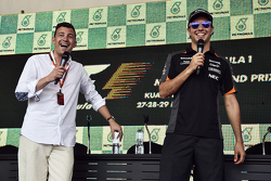 Will Buxton, Presenter TV NBS Sports Network bersama Sergio Perez, Sahara Force India F1