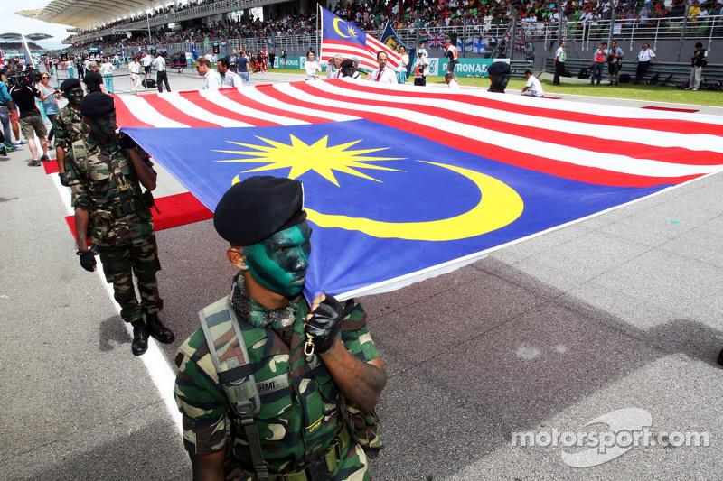 Die malaysische Flagge in der Startaufstellung