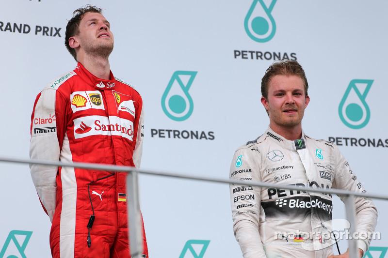 Sebastian Vettel, Scuderia Ferrari, dan Nico Rosberg, Mercedes AMG F1 Team
