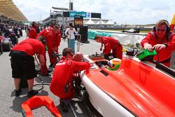 Роберто Мери Manor F1 Team на стартовой решетке