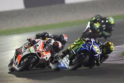 Valentino Rossi, Yamaha Factory Racing, und Yonny Hernandez, Pramac Racing
