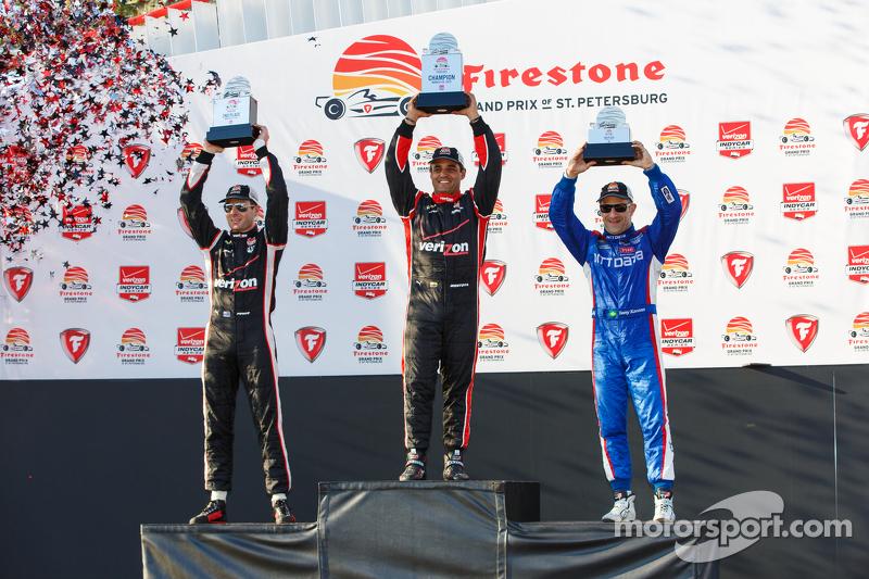 Podio: Segundo lugar Will Power, del equipo Penske Chevrolet, ganador de la carrera de Juan Pablo Montoya, del equipo Penske Chevrolet y tercer lugar, Tony Kanaan, Chip Ganassi Racing Chevrolet