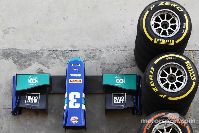 Pirelli neumáticos y la nariz de cono de Julian Leal, Carlin