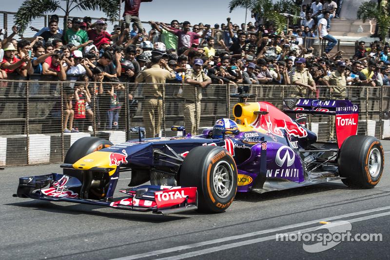 David Coulthard, Red Bull Racing tampil di Red Bull Showrun di Jalan Necklace di Hyderabad, India