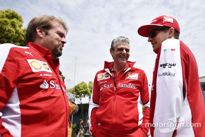 吉诺·罗萨托, 法拉利车队,和马奥里奇·阿德里巴贝内, 法拉利车队领队,以及基米·莱库宁, 法拉利