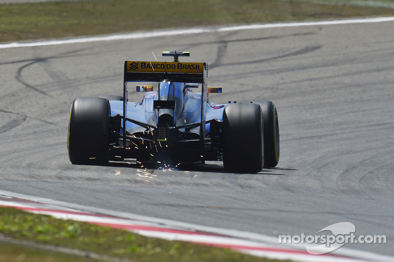 Felipe Nasr, Sauber C34 sends sparks flying