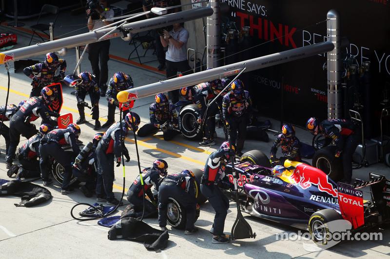 Daniel Ricciardo, Red Bull Racing RB11 melakukan pit stop