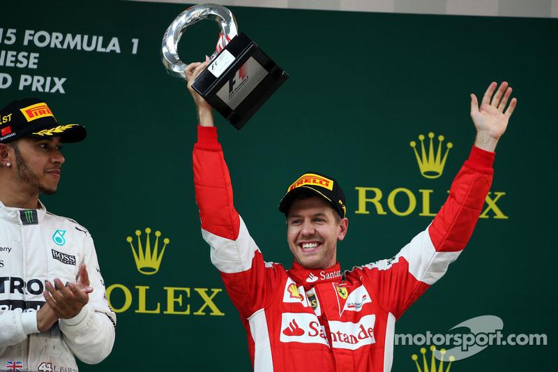 Sebastian Vettel Ferrari merayakan his third position di podium
