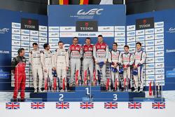 LMP1-Podium: 2. Romain Dumas, Neel Jani, Marc Lieb; 1. Benoit Tréluyer, Marcel Fässler, André Lotterer; 3. Sébastien Buemi, Anthony Davidson, Kazuki Nakajima