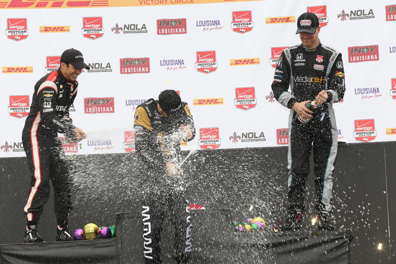 Podium: 2. Helio Castroneves, Team Penske, Chevrolet; 1. James Hinchcliffe, Schmidt Peterson Motorsports, Honda, und 3. James Jakes, Schmidt Peterson Motorsports