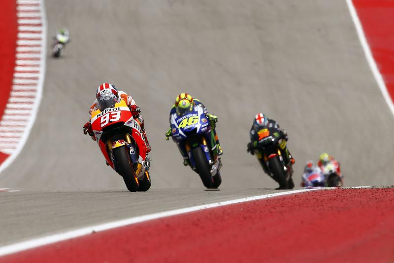 Марк Маркес, Repsol Honda Team та Валентіно Россі, Yamaha Factory Racing та Бредлі Сміт, Yamaha Tech 3