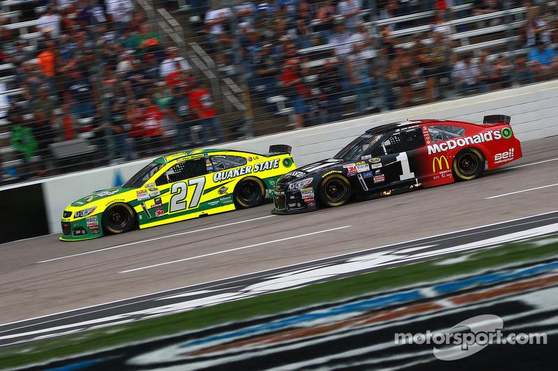 Пол Менард, Річард Чілдресс Racing Chevrolet та Джеймі МакМюррей, Chip Ganassi Racing Chevrolet