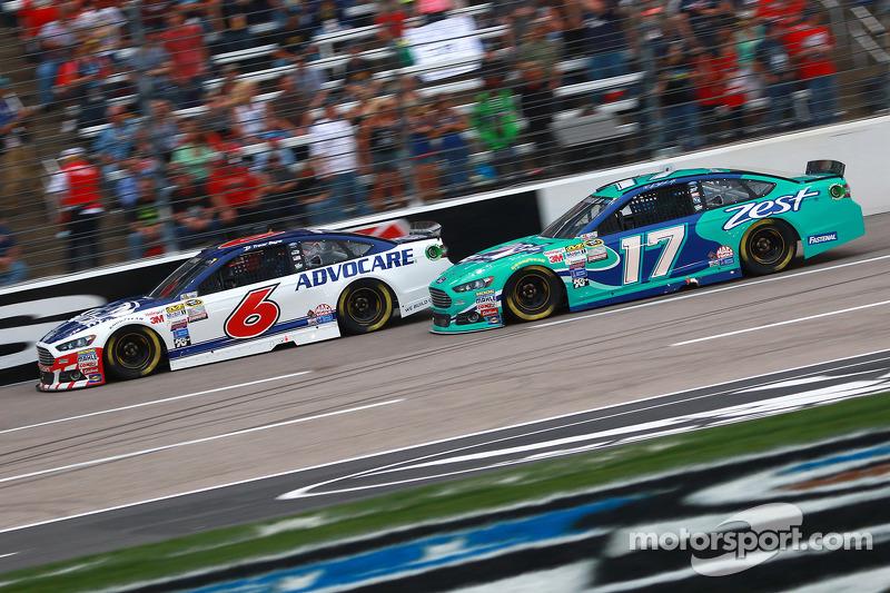 Тревор Бейн, Roush Fenway Racing Ford та Ріккі Стенхауз мол., Roush Fenway Racing Ford