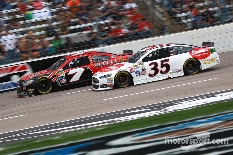 Alex Bowman, Tommy Baldwin Racing Chevrolet dan Cole Whitt, Front Row Motorsports Ford
