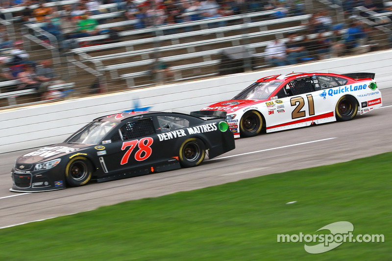 Martin Truex jr., Furniture Row Racing, Chevrolet, und Ryan Blaney, Woods Brothers Racing, Ford