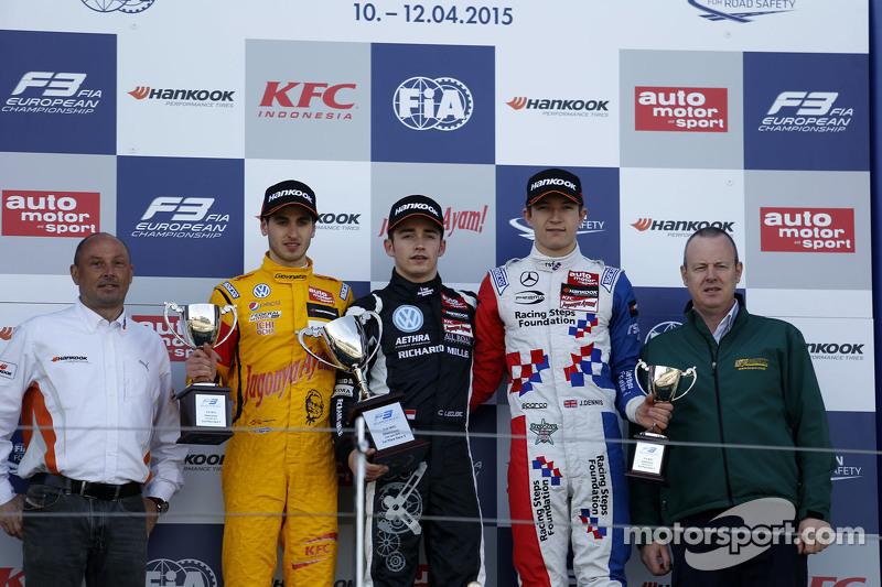Podium: second place Antonio Giovinazzi, Jagonya Ayam with Carlin and race winner Charles Leclerc, V